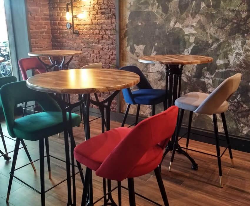 Taburetes velvet terciopelo tendencia interiorismo restaurantes y negocios hosteleros